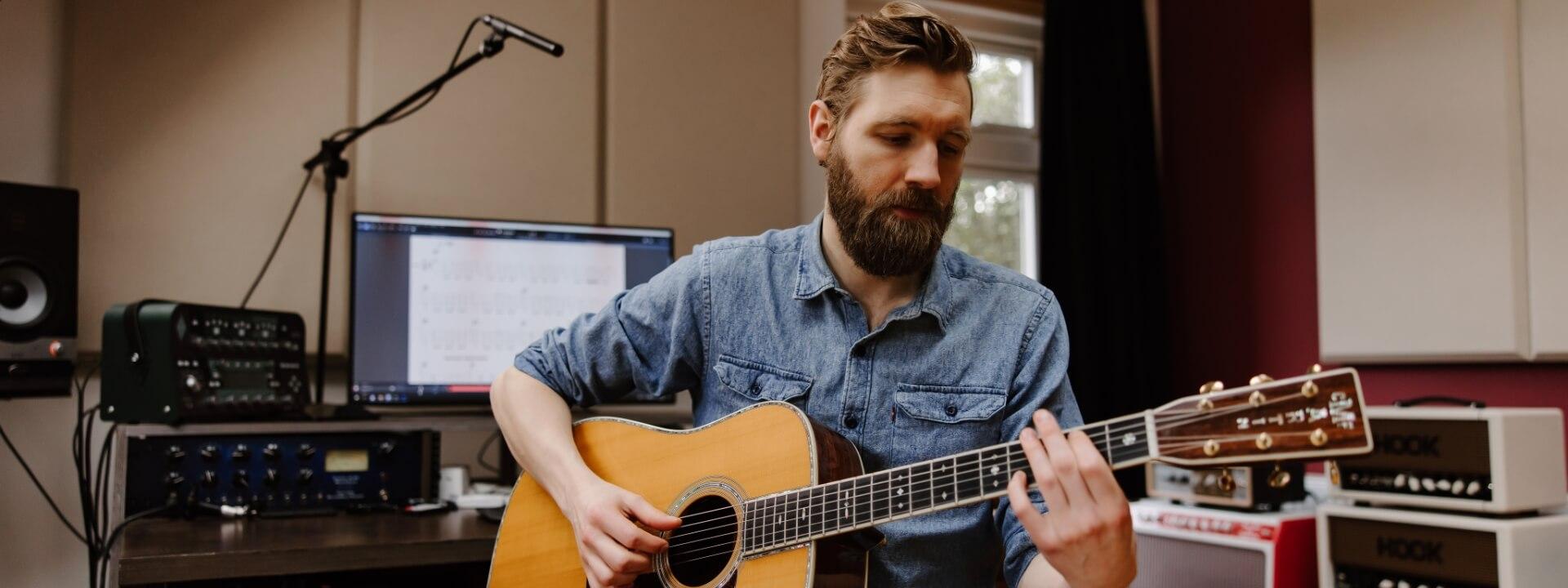 11_Acoustic_Adventure_Paul